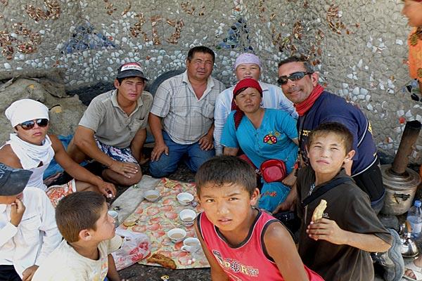 compartiendo-comida-con-nómadas-kazajos-blog-